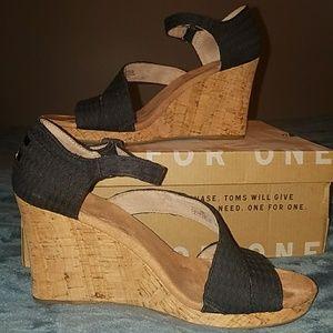 Toms Shoes - EUC Toms Clarissa Wedges Sz 9